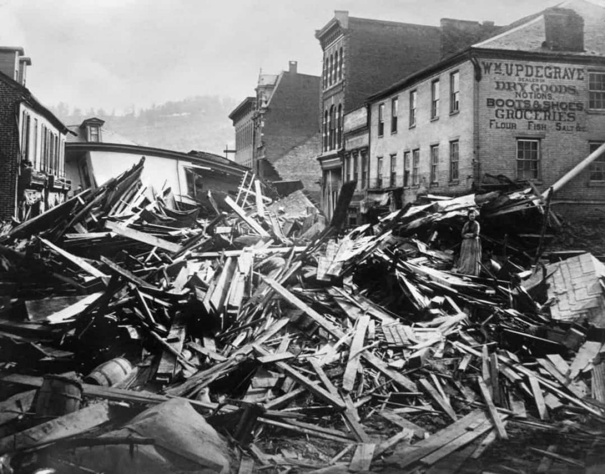 Trận lũ lụt Johnstown năm 1889. Những ngày mưa lớn liên tục ở Johnstown, Pennsylvania vào tháng 5/1889 đã khiến đập South Fork bị vỡ.Lượng mưa lớn đã làm phình hồ chứa đến mức làm vỡ đập, đưa một lượng nước khổng lồ đổ xuống sông Little Conemaugh. Hơn 2.000 người đã thiệt mạng trong trận lũ lụt này.