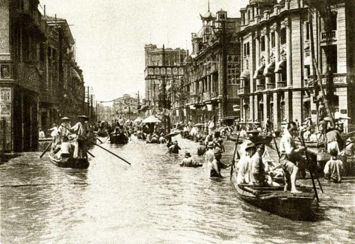 Trận lụt ở miền Trung Trung Quốc năm 1931.Ước tính khoảng 2 triệu người đã thiệt mạngvà 25 triệu người khác phải di dời sau một loạt các trận lũ lụt kinh hoàng làm ngập các khu vực rộng lớn ở miền Trung Trung Quốc vào mùa hè năm 1931.