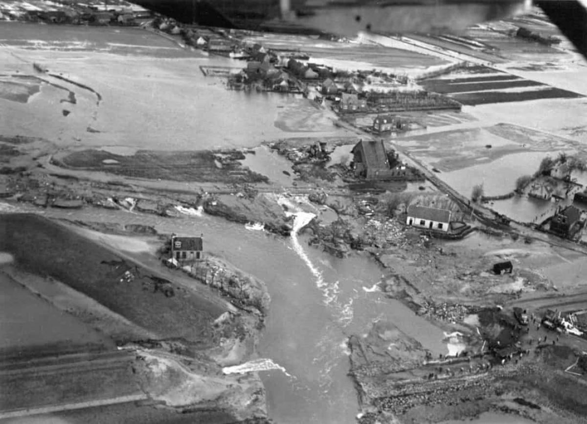 Lũ lụt ở Biển Bắc năm 1953.Trận lũ lụt ở Biển Bắc vào tháng 2/1953 đã dẫn đến thiệt hại nặng nề về người sau khi triều cường tấn công Hà Lan, phía Tây Bắc Bỉ, Anh và Scotland. Khoảng 2.550 người đã thiệt mạng và 30.000 con vật đã chết trong trận lũ lụt.