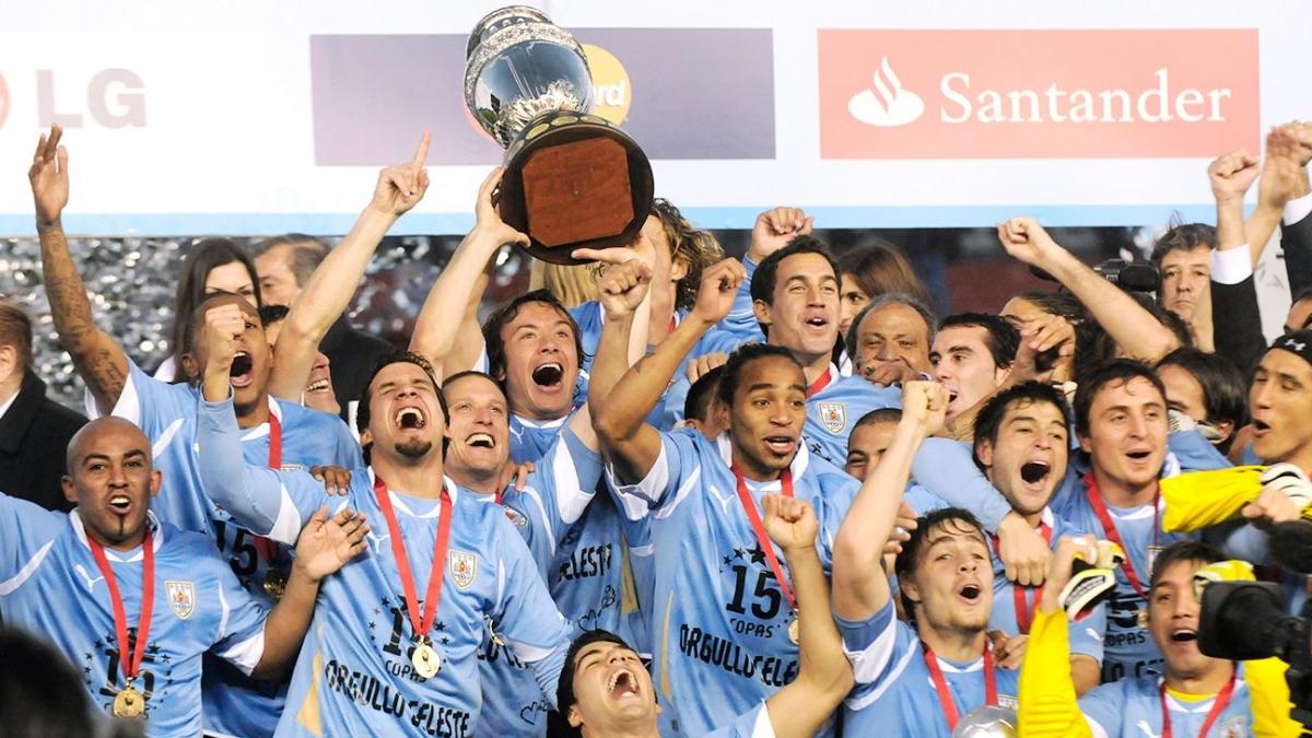 Ngày này 10 năm trước, Uruguay vô địch Copa America 2011. (Ảnh: Getty).