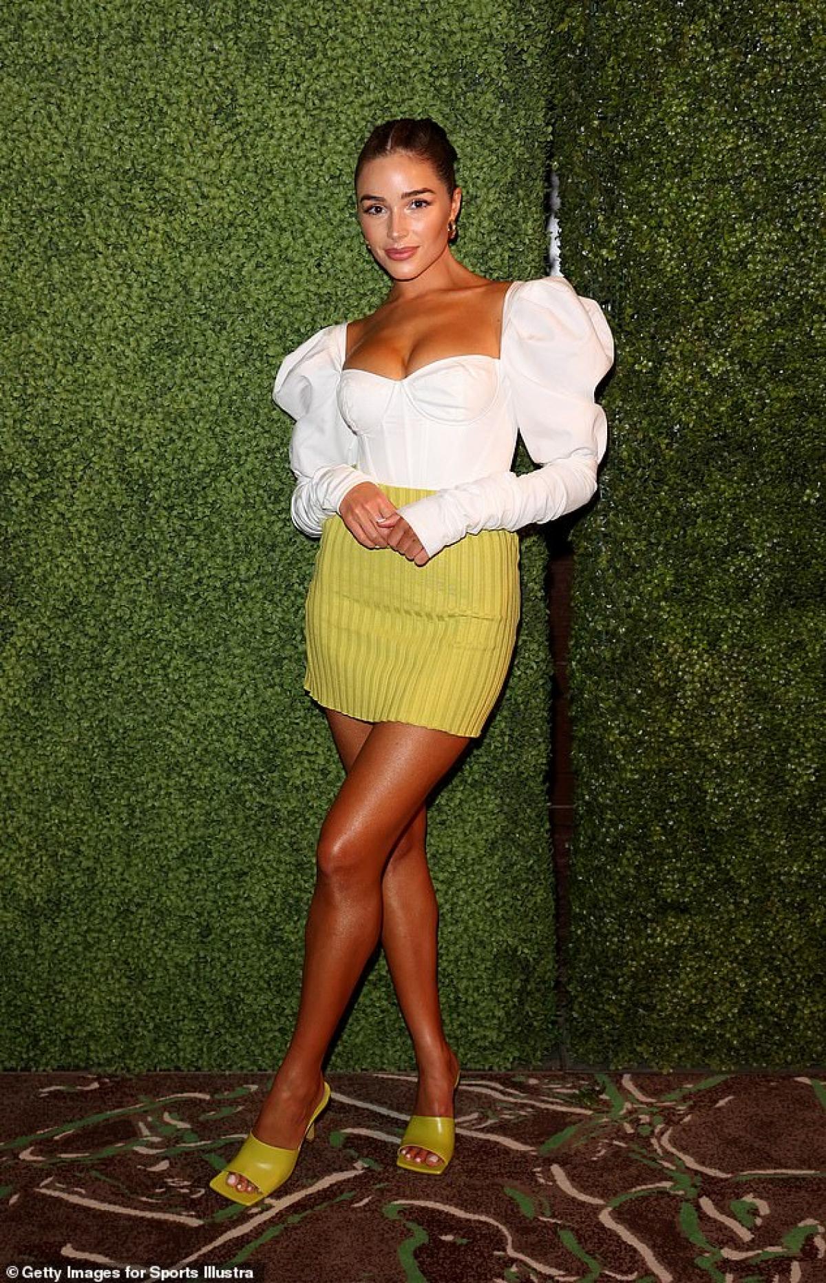 Olivia Culpo thu hút mọi ánh nhìn khi tham dự tiệc ra mắt Tạp chí áo tắm Sports Illustrated diễn ra ở Mỹ mới đây.