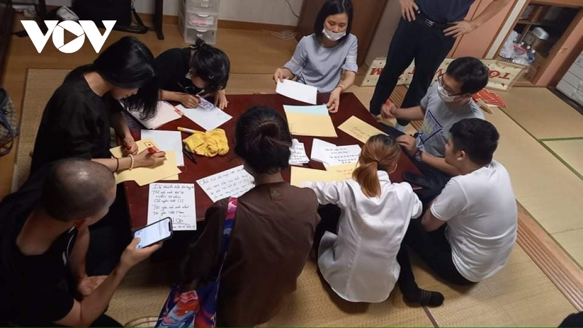 Members of the OV community in Japan come together to submit hand-written letters to support the team.