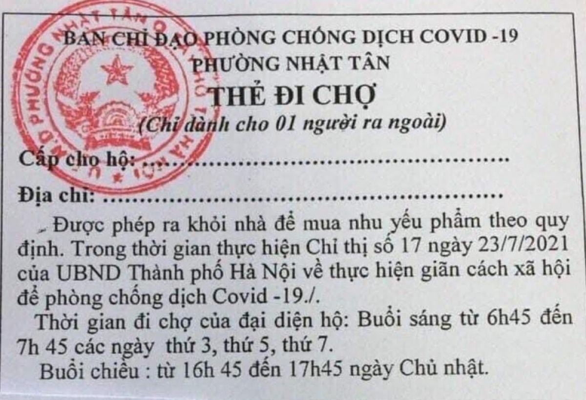 Phường Nhật Tân, quận Tây Hồ đã phát thẻ cho các hộ dân trên địa bàn đi chợ theo khung giờ và theo ngày chẵn, lẻ