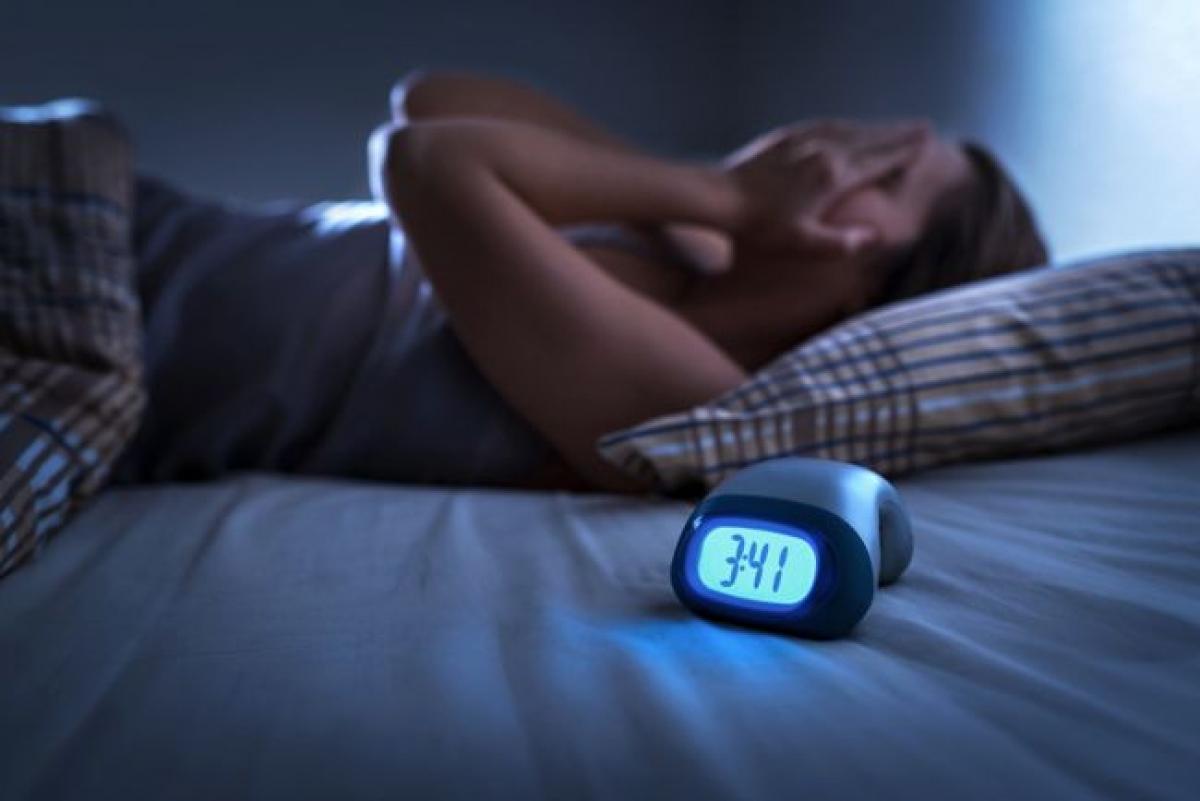 Cơn đau khiến bạn mất ngủ: Hầu hết chúng ta đều có thể ngủ nếu chỉ gặp phải một cơn đau thông thường. Nếu cơn đau của bạn khiến bạn mất ngủ hoặc tỉnh giấc giữa chừng liên tục, bạn nên đến gặp bác sĩ để được tư vấn và điều trị. Đó là bởi cơn đau gây mất ngủ thường có mức độ nghiêm trọng và việc không ngủ được còn làm chậm quá trình hồi phục của bạn.