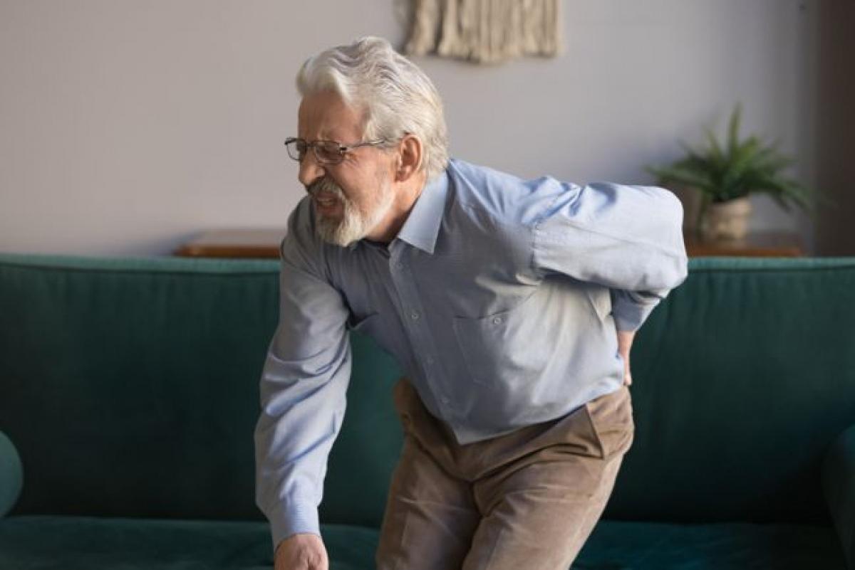 Cơn đau nhói dai dẳng, lặp lại thường xuyên: Mặc dù ai cũng đôi lúc phải trải qua các cơn đau, nhưng những cơn đau thông thường này thường không dữ dội. Nếu bạn thường xuyên thấy đau ở một phần cơ thể nhất định, đó có thể là dấu hiệu của một chấn thương nặng hoặc một bệnh mãn tính. Cơn đau nhói dữ dội ở thân trên có thể là dấu hiệu của một vấn đề về nội tạng, ví dụ như một cơn đau tim sắp xảy ra.