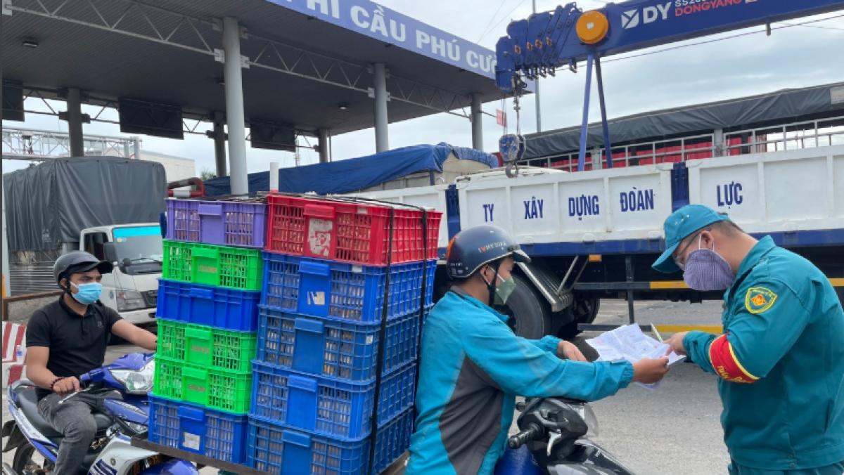 2 ca mắc COVID-19 phát hiện tại chốt kiểm soát dịch ở cầu Phú Cường, TP. Thủ Dầu Một.