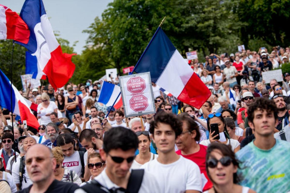 Người biểu tình tại quảng trường Trocadero ở thủ đô Paris. Ảnh: Le Monde