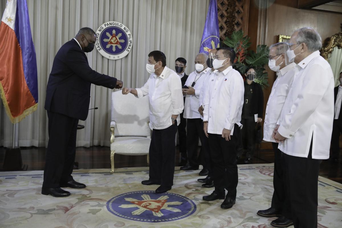 Tổng thống Philippines Rodrigo Duterte tiếp Bộ trưởng Quốc phòng Mỹ. Nguồn: Cung điện Malacañang