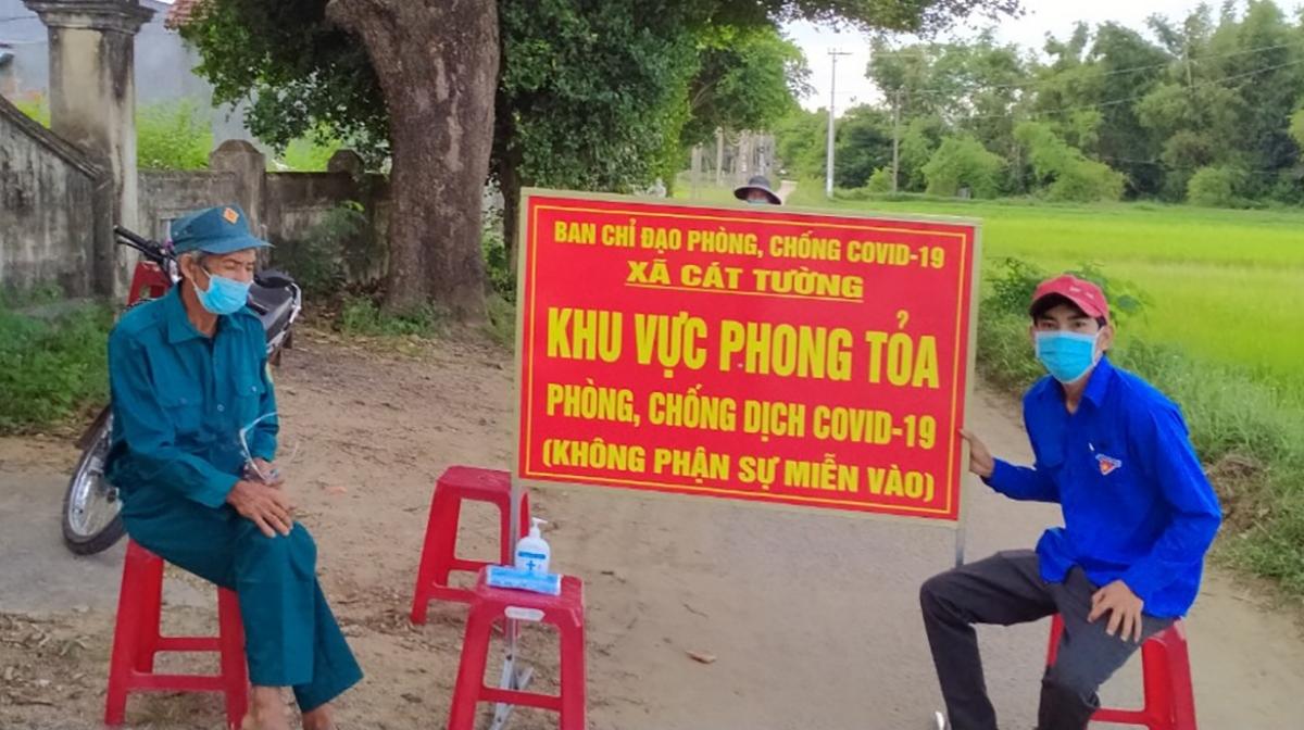 Chốt kiểm soát ở xã Cát Tường, huyện Phù Cát nơi đang áp dụng giãn cách theo Chỉ thị 16 của Thủ tướng Chính phủ.