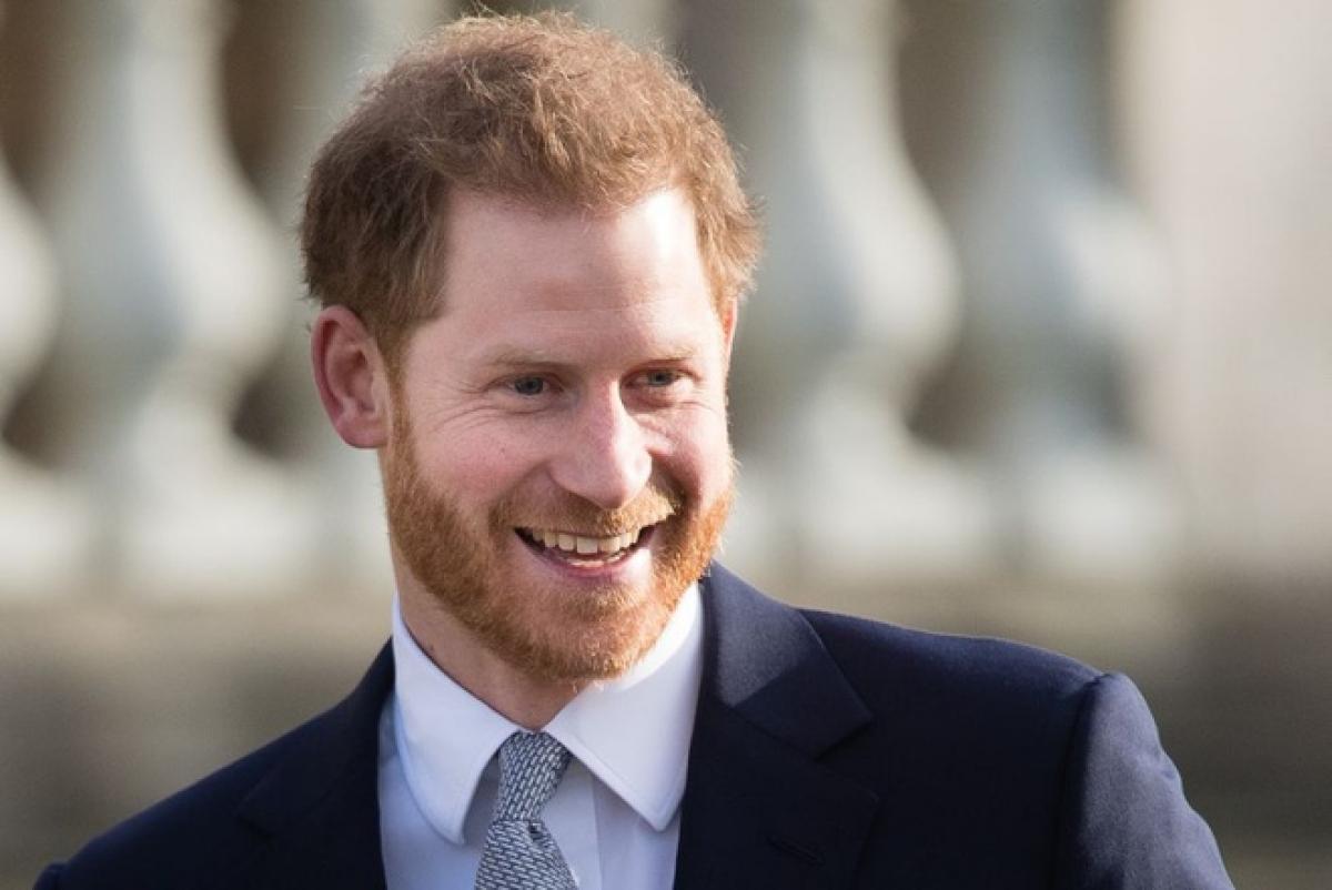 """Hoàng tử Harry ra mắt hồi kývới nội dung chia sẻ là """"lời kể dứt khoát về những trải nghiệm, cuộc phiêu lưu, mất mát và bài học cuộc sống đã giúp mình trưởng thànhnhư hiện tại""""."""