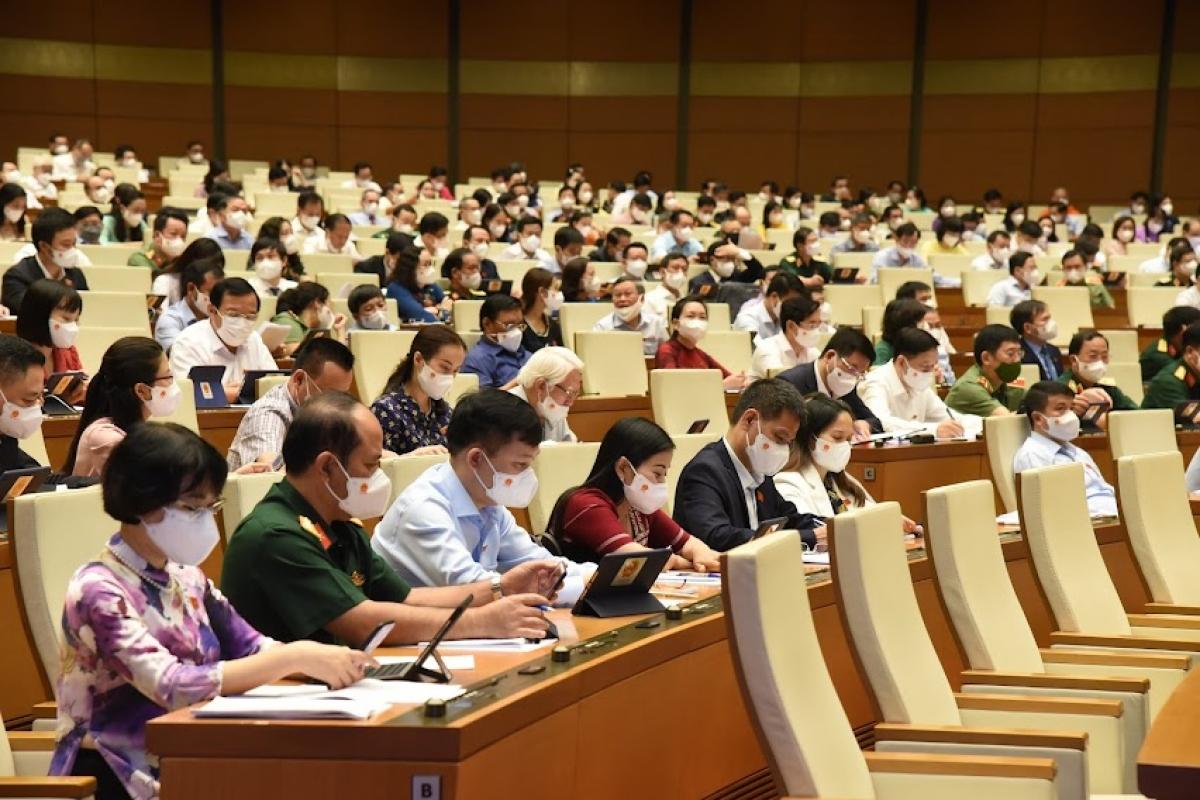 Quốc hội thảo luận ở hội trường về đánh giá kết quả thực hiện kế hoạch phát triển kinh tế - xã hội, ngân sách nhà nước ngày 25/7.