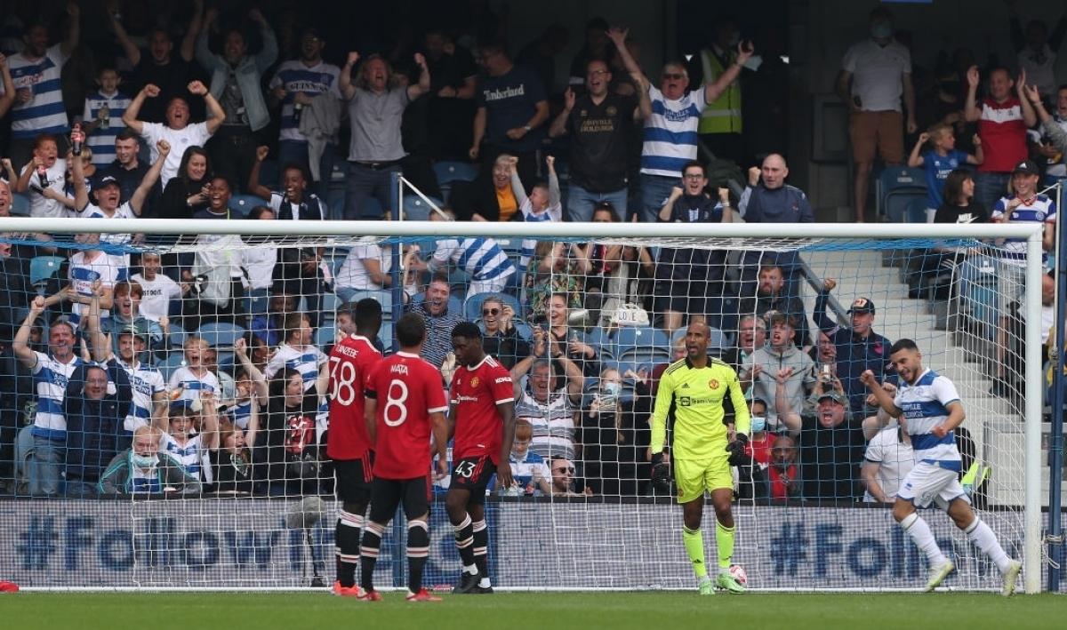 QPR vùi dập MU trong hiệp 2. (Ảnh: Getty)