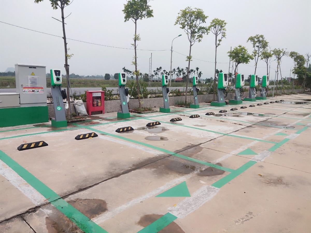 Trạm sạc ô tô điện VinFast tại Vincom Plaza Tuyên Quang.