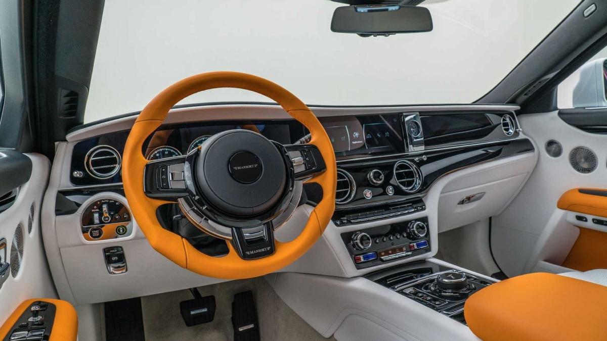 Đèn nền cũng được nâng cấp với ánh sáng nhẹ nhàng xuyên suốt khoang lái, tạo cảm giác thư thái khi lái xe.