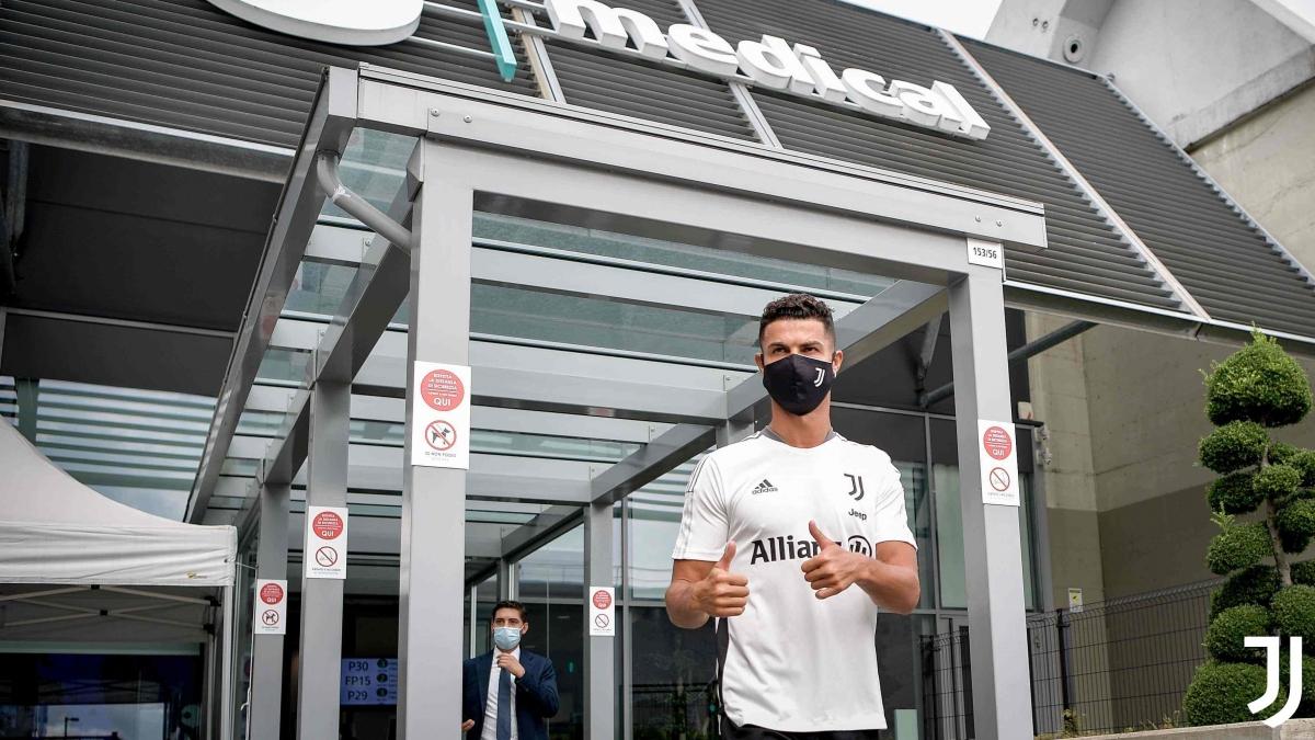 Cristiano Ronaldo trở lại hội quân với Juventus sau kỳ nghỉ hè.