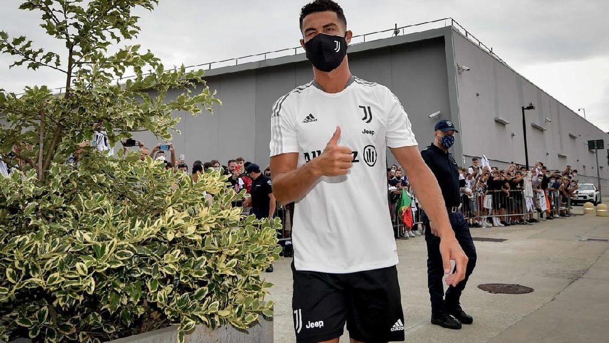Nhưng nhiều khả năng Cristiano Ronaldo sẽ tiếp tục khoác áo Juventus ở mùa giải 2021/2022.