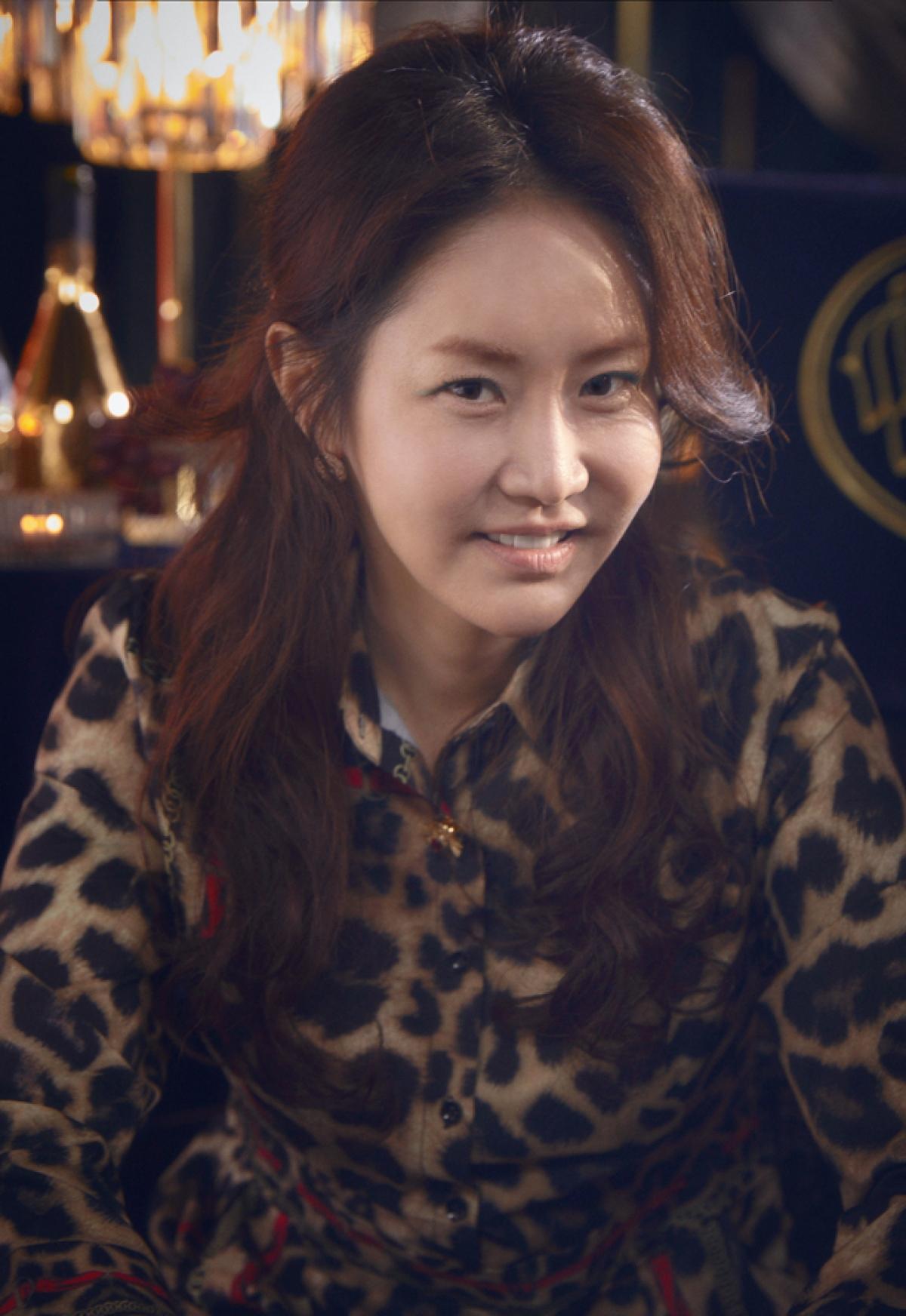 Nhờ sự hỗ trợ của 3 vị phu nhân, Kang Ma Ri trở thànhđồng minh đắc lực của Shim Su Ryeon.