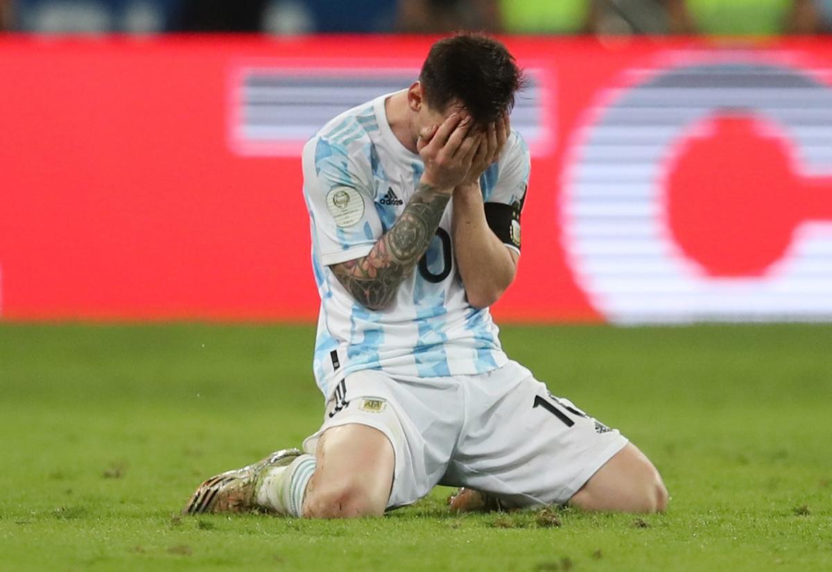 Messi bật khóc khi cùng ĐT Argentina vô địch Copa America 2021. (Ảnh: Reuters).