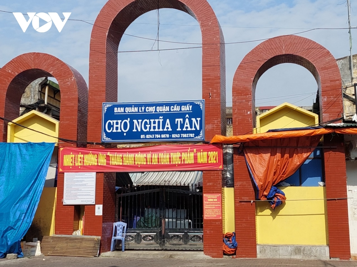 A number of wet markets, including Ngoc Ha, Hom – Duc Vien, and Nghia Tan, have been closed to prevent the potential spread of COVID-19.