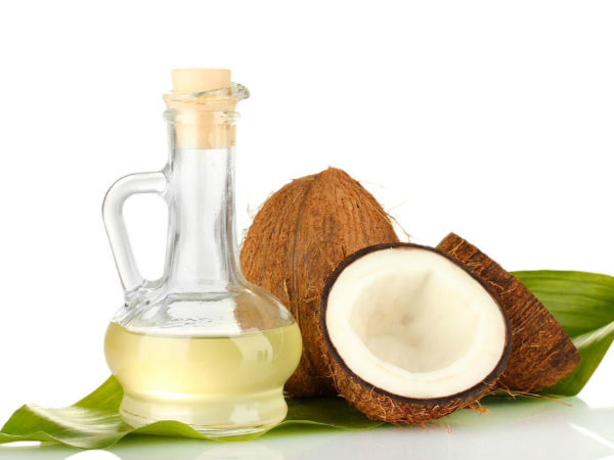 Dầu dừa và baking soda: Tổ hợp này được xem là có hiệu quả nhất trong việc đối phó với mồ hôi. Kể cả khi được sử dụng riêng lẻ, dầu dừa và baking soda cũng rất có hiệu quả trong việc ngăn đổ mồ hôi quá độ.