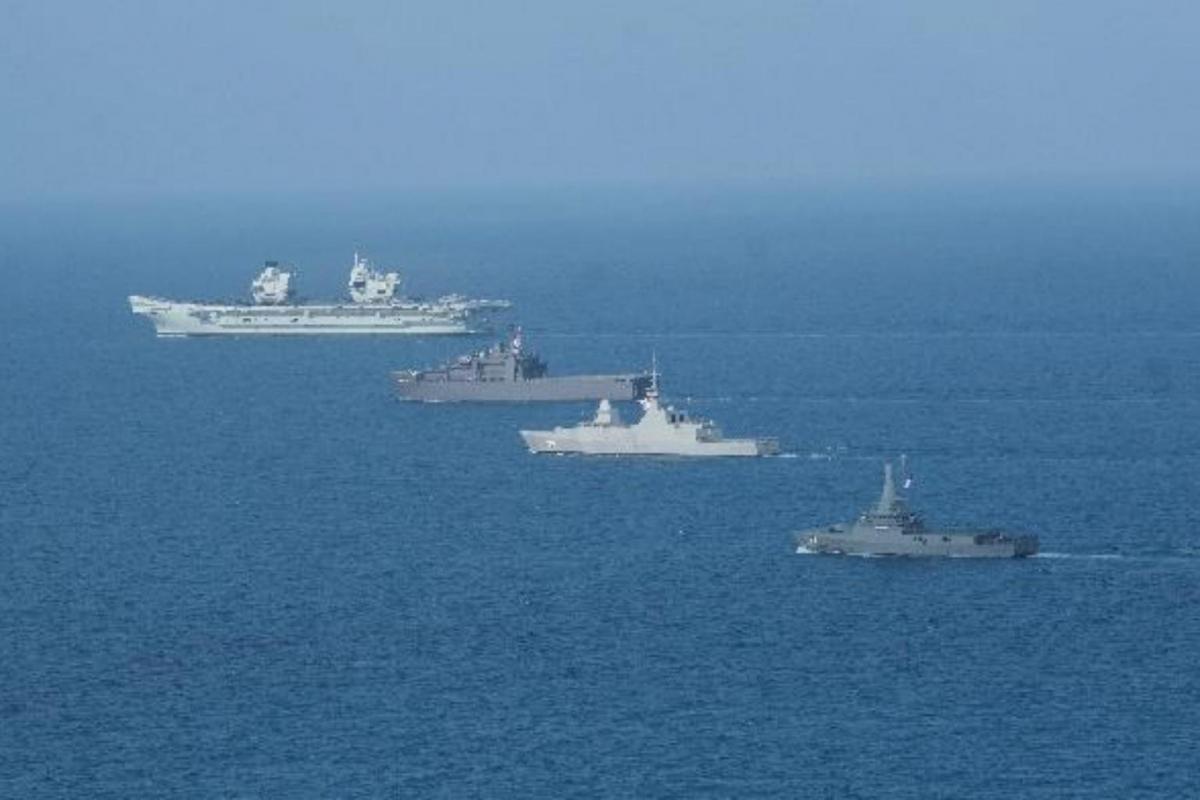 Từ Trái sang phải: tàu sân bay HMS Queen Elizabeth của Anh, tàu RSS Resolution, RSS Intrepid, và RSS Unity của Singapore. Ảnh: Cao ủy Anh tại Singapore