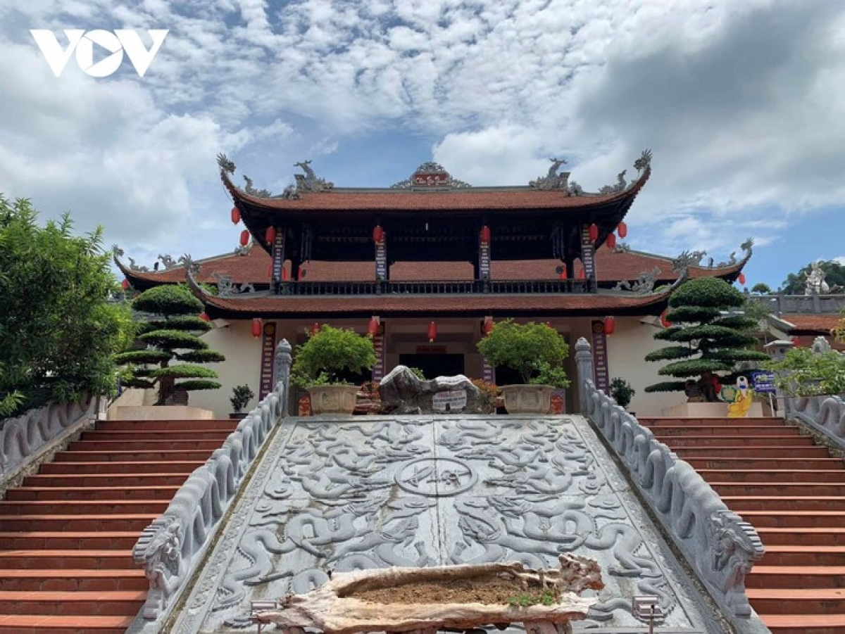 Tan Thanh pagoda features typical Vietnamese architectural style.