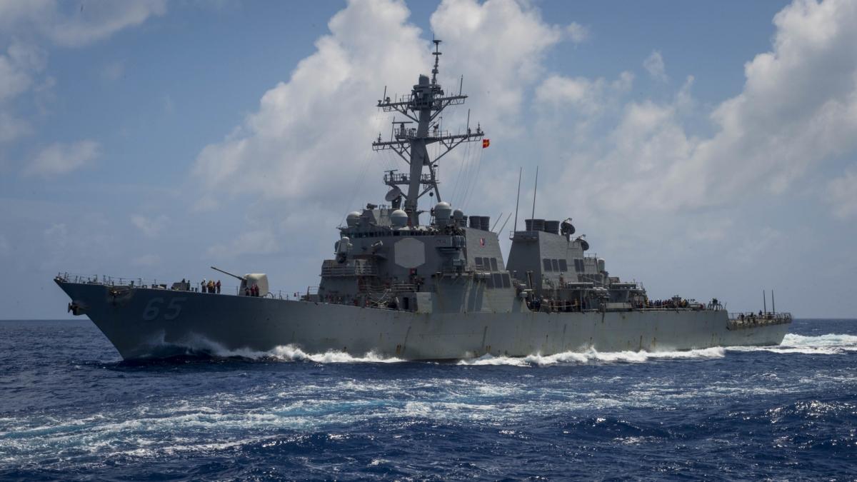 Tàu khu trục tên lửa dẫn đường USS Benfold. Ảnh: Hải quân Mỹ