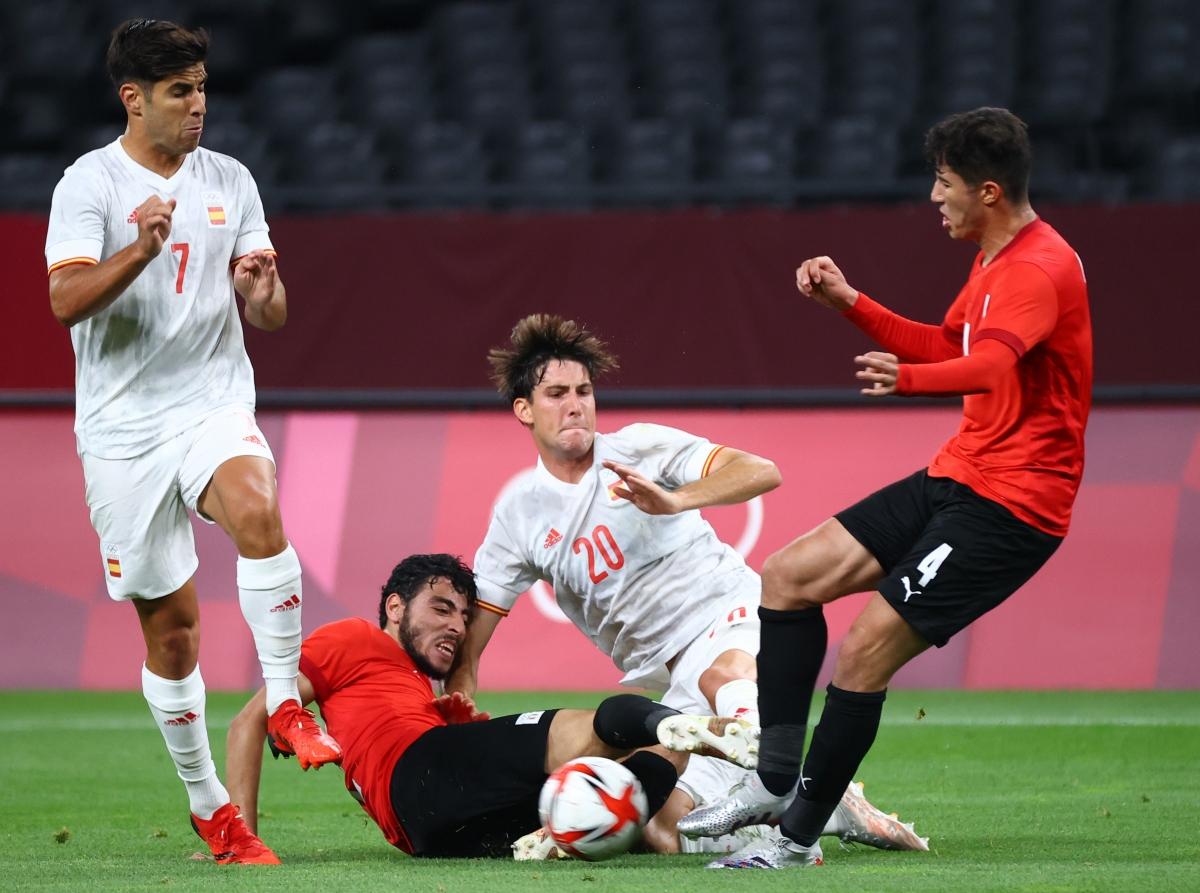 Tây Ban Nha vẫn đang gặp rất nhiều khó khăn trước Ai Cập. (Ảnh: Reuters).