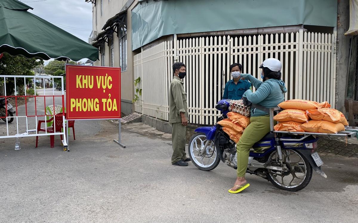 Một khu vực phong toả trên địa bàn. Ảnh: Thắm Nguyễn.