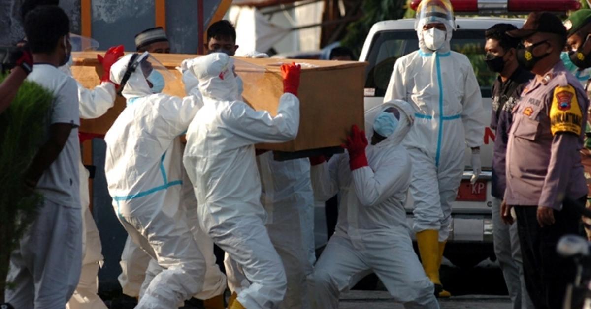 Số ca mắc và tử vong vì Covid-19 tăng chóng mặt tại Indonesia. Ảnh: ITN
