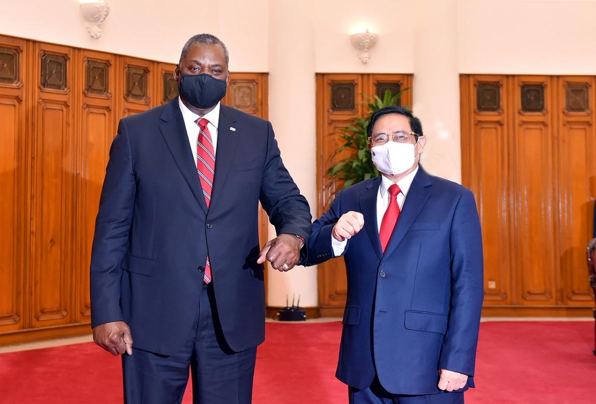 Thủ tướng Chính phủ Phạm Minh Chính và Bộ trưởng Quốc phòng Hoa Kỳ Lloyd Austin