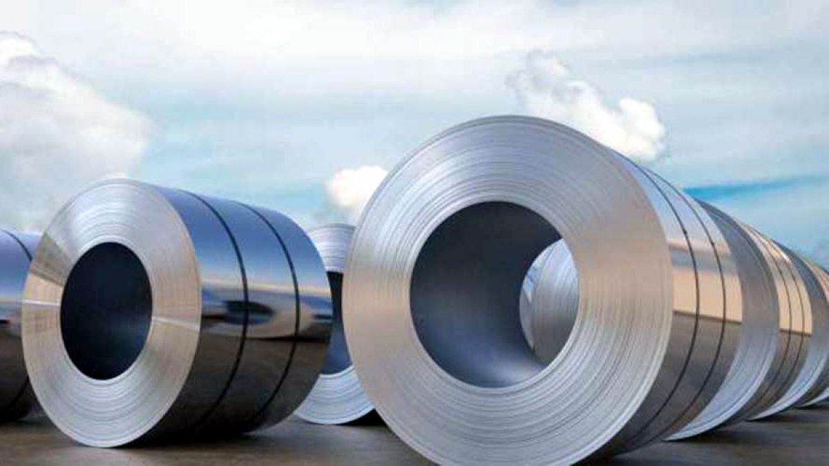 Thép nhập khẩu được giảm thuế tạo áp lực cạnh tranh lớn với thép trong nước. Ảnh minh họa: KT
