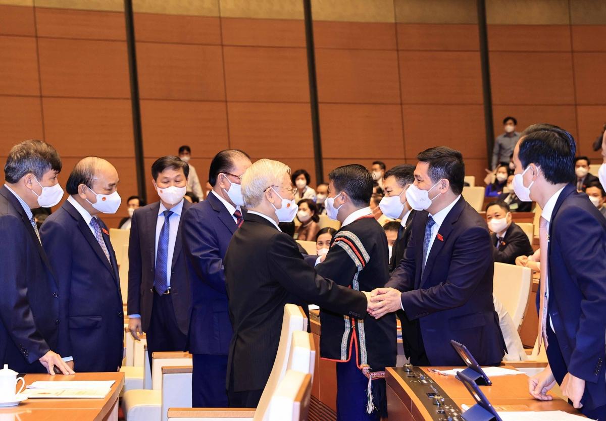 Tổng Bí thư thăm hỏi các đại biểu Quốc hội khóa XV.