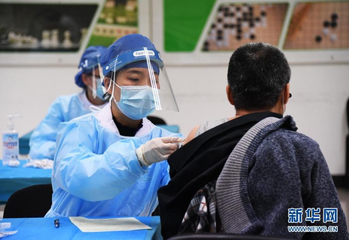 Trung Quốc đang nỗ lực đẩy nhanh chiến dịch tiêm vaccine Covid-19. Ảnh: Tân Hoa Xã