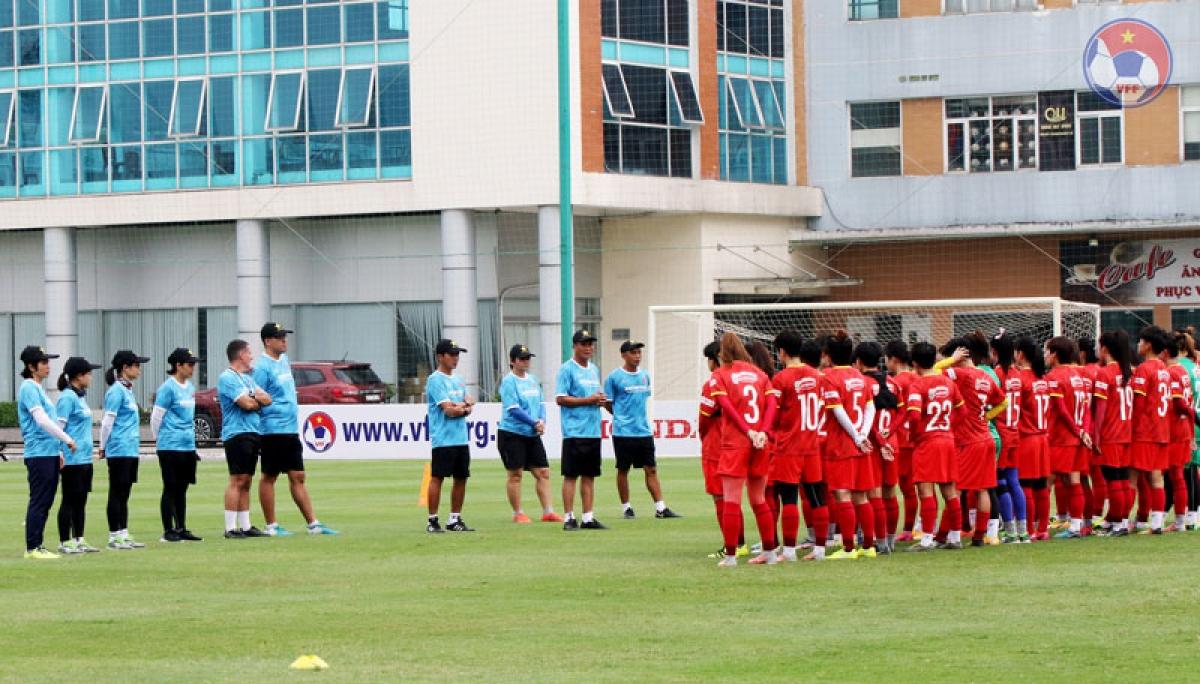 ĐT nữ Việt Nam đang tập trung chuẩn bị cho vòng loại giải bóng đá nữ châu Á 2022 tại Hà Nội. (Ảnh: VFF).