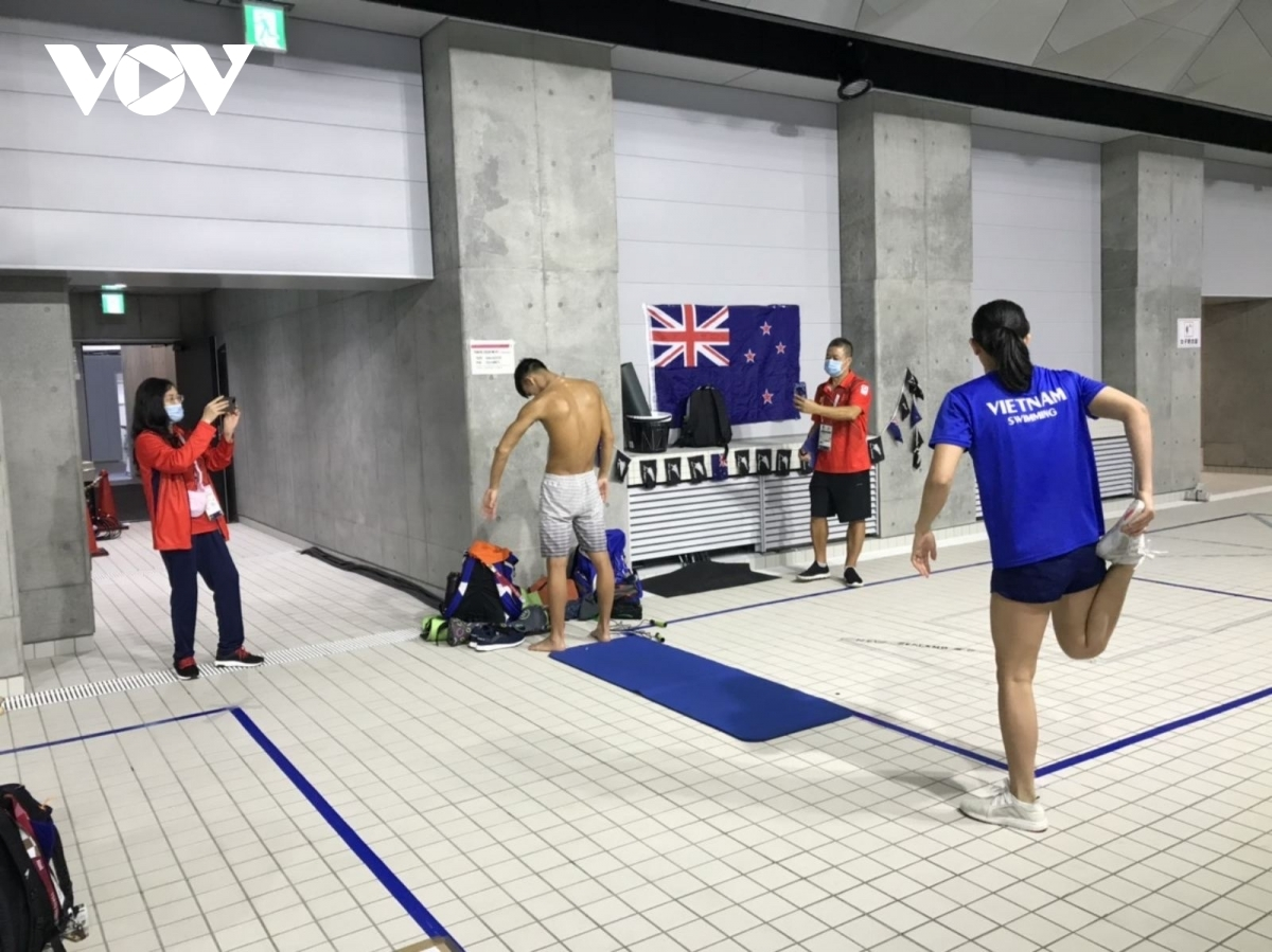 Swimmers Anh Vien and Huy Hoang undertake some light physical training. This year marks Vien's third Olympics, where she will compete in the women's 200m and 800m freestyle. Huy Hoang has been selected to carry the national flag during the competition's opening ceremony.