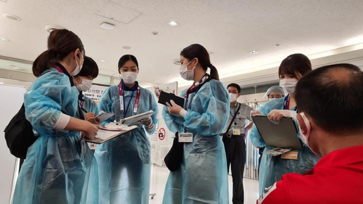 The organising board of the Olympics ensures that all members of the Vietnamese sporting delegation undergo COVID-19 testing at Narita International Airport.