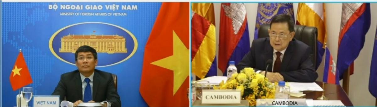 Thứ trưởng Bộ Ngoại giao - Nguyễn Minh Vũ vàChủ tịch Ủy ban liên hợp phân giới cắm mốc biên giới đất liền Campuchia - Việt Nam Var Kim Hong.
