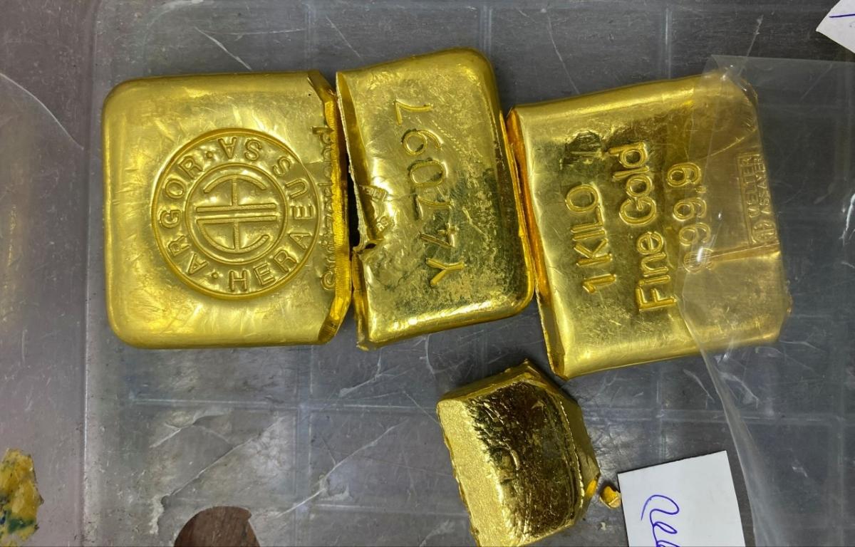 Tang vật thu giữ khoảng 36kg vàng.