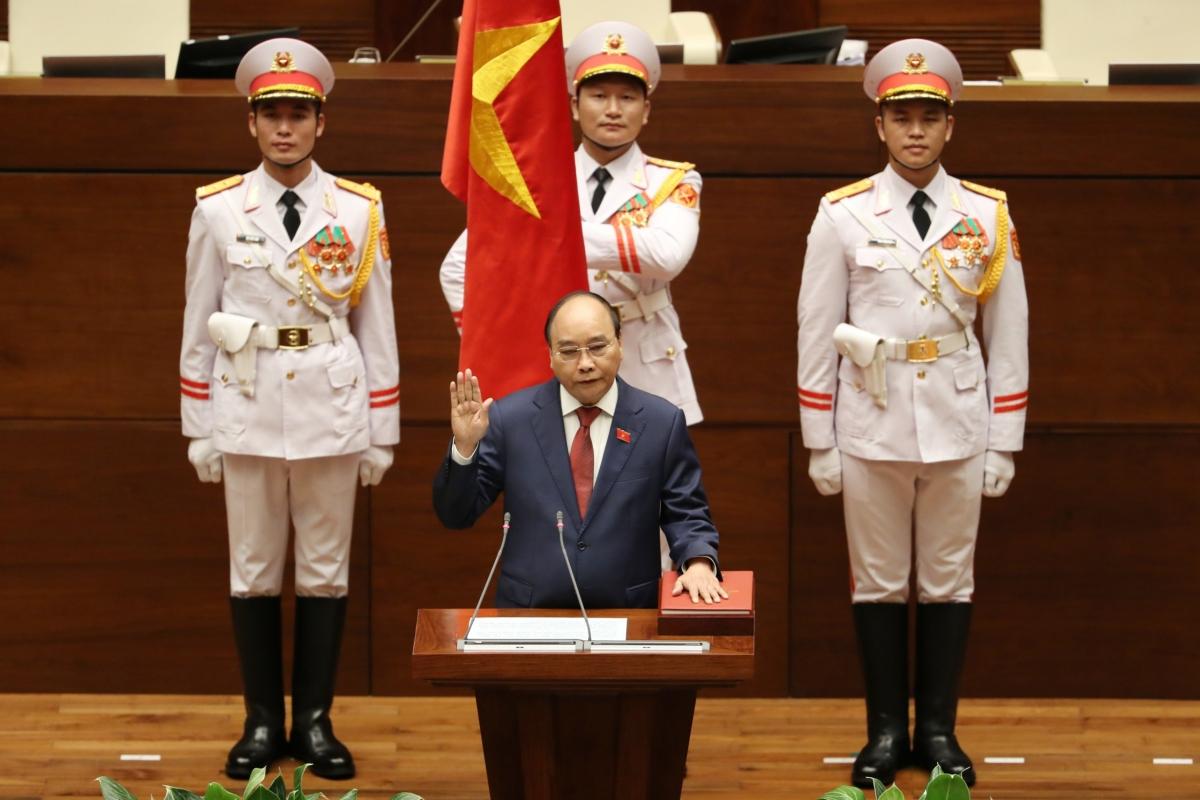 Công tác nhân sự là nội dung quan trọng của kỳ họp thứ nhất, Quốc hội khóa XV. Trong ảnh: Chủ tịch nước Nguyễn Xuân Phúc tuyên thệ nhậm chức.