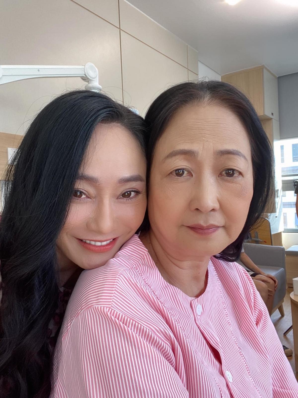 Trên phim, bà Xuân mẹ chồng ghét ra mặt nhưng ở hậu trường, Quách Thu Phương và NSND Như Quỳnh rất gần gũi.