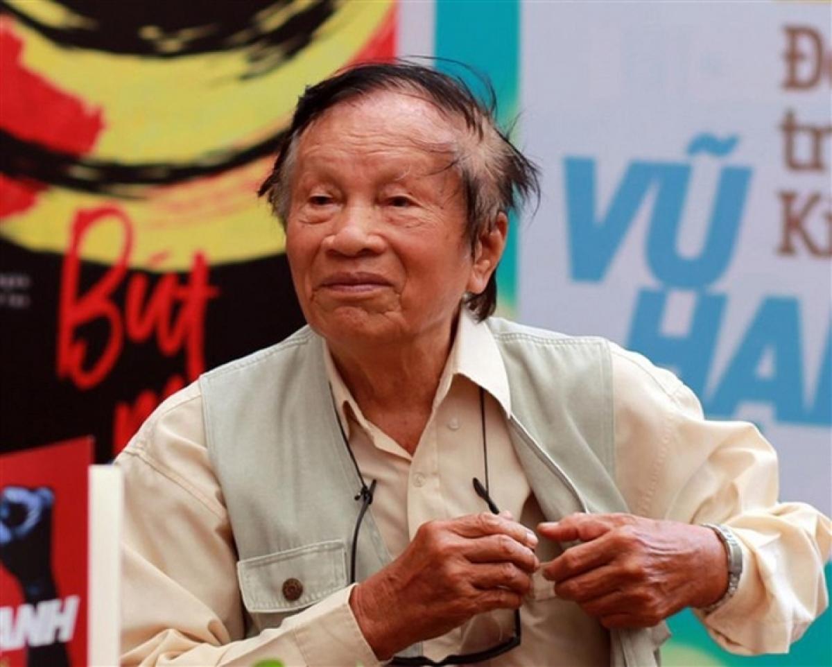 Nhà văn Vũ Hạnh qua đời ở tuổi 96.