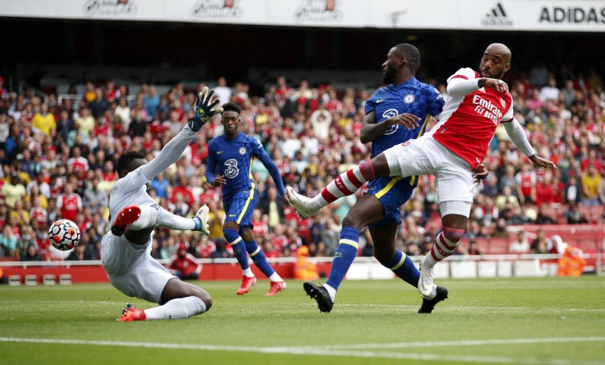 Lợi thế sân nhà giúp Arsenal có thế trận khá tốt trong những phút đầu.