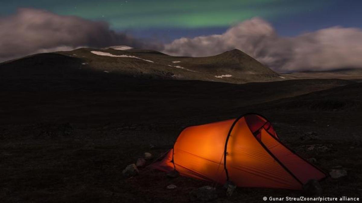 Vườn quốc gia Sarek (Thụy Điển) là khu bảo tồn thiên nhiên hoang dã rộng lớn nằm ở tỉnh Lapland - một thiên đường cho du khách ưa khám phá. Đây cũng là nơi tập trung nhiều đỉnh núi cao nhất ở Thụy Điển, với cao nguyên rộng và sông băng.