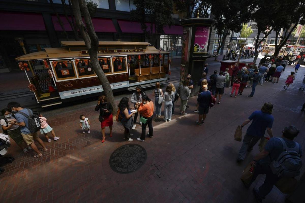Những chiếc xe cáp là biểu tượng của thành phố San Francisco. Nguồn: AP