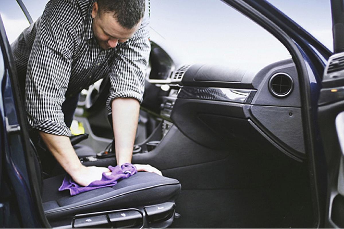 Nếu mới có mùi hôi thì bạn nên kiểm tra, vệ sinh xe trước.