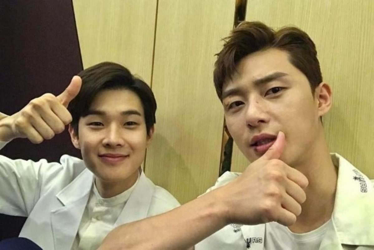 Park Seo Joon và Choi Woo Shik là những người bạn thân thiết.