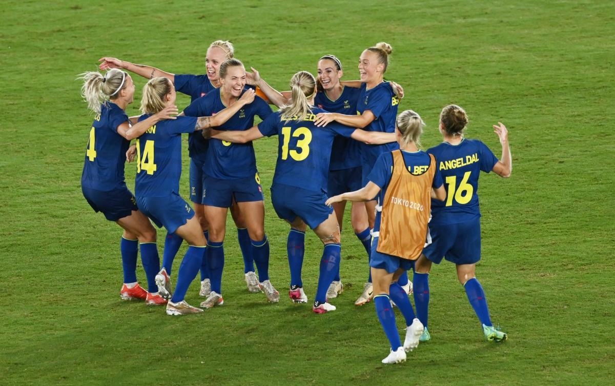 Thụy Điển ăn mừng sau chiến thắng trước Australia. (Ảnh: Reuters).