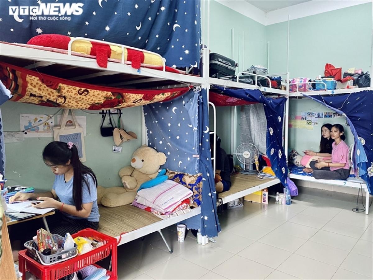 Mùa hè năm nay, Hor Navy dự định sẽ trở về Campuchia thăm gia đình, phụ giúp cha mẹ dệt vải may xà rông và tranh thủ thời gian đi du lịch cùng anh chị em trong nhà. Thế nhưng nay dịch COVID-19 diễn biến phức tạp khiến nữ sinh này không thể về nước.