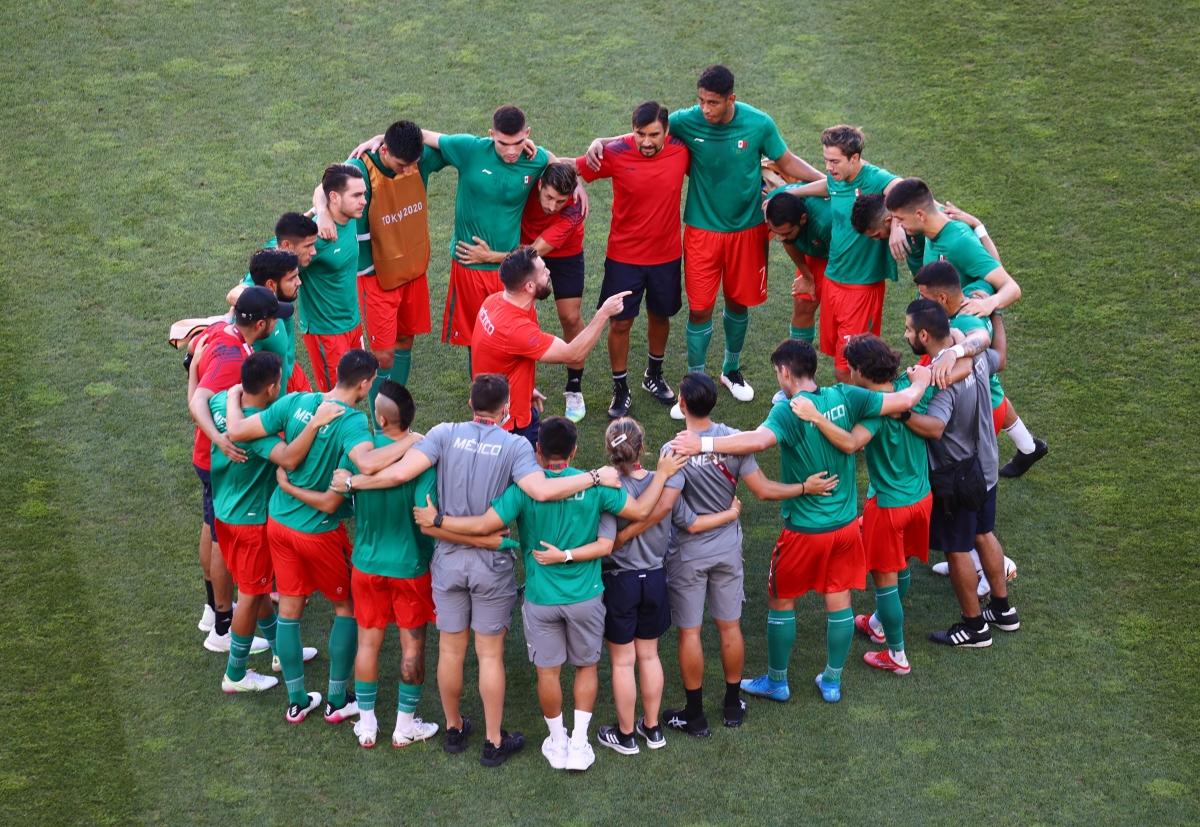 Các cầu thủ Mexico quyết tâm tiến vào chung kết. (Ảnh: Reuters).